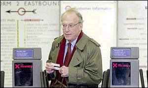 London's Transport Commisioner Bob Kiley stands down