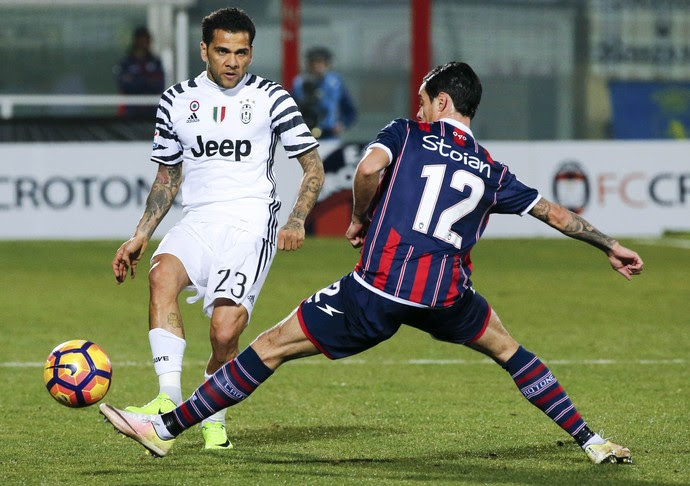 Daniel Alves Juventus Crotone (Foto: Reuters)