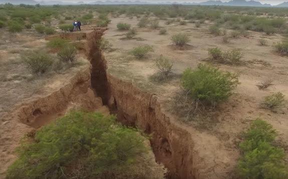 giant-crack-arizona-depth.jpg