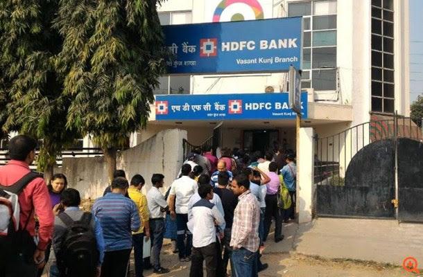 Ινδία: Συνεχίζεται το χάος μπροστά από τα ATM