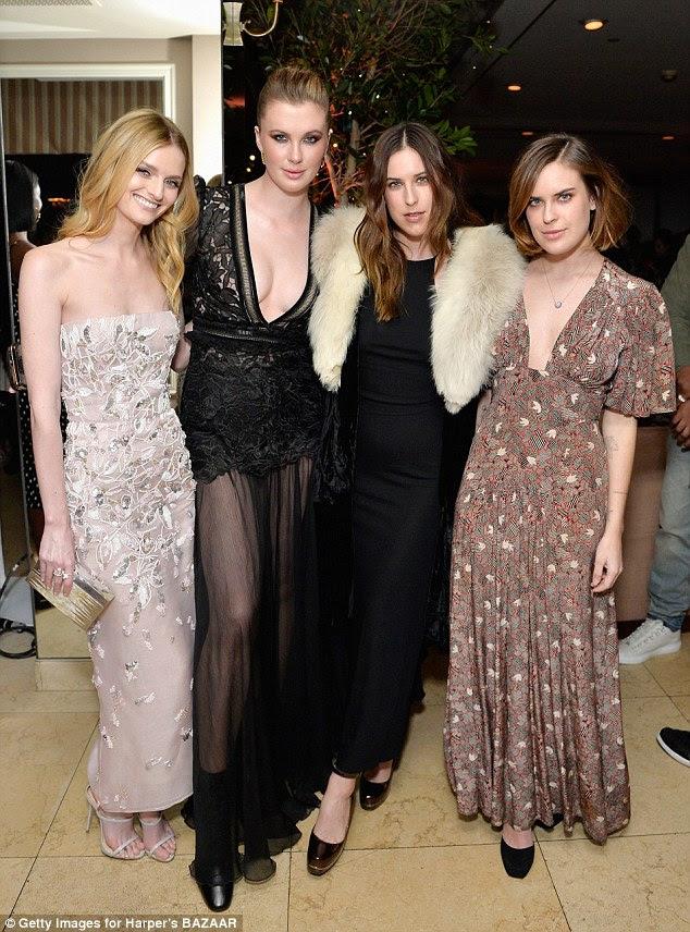 Meninas somente: Lydia, Ireland, escuteiro, Tallulah feito para um grupo à moda