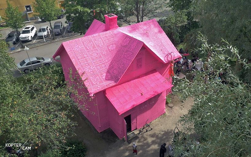 olek-pink-house-crochet-designboom-10