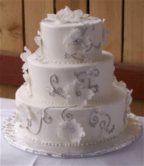 Liyathambara wedding cakes: White   Crystal Dogwood.
