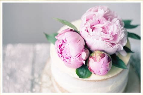 16 Fresh Flower Ideas for Wedding Cakes   FTD.com