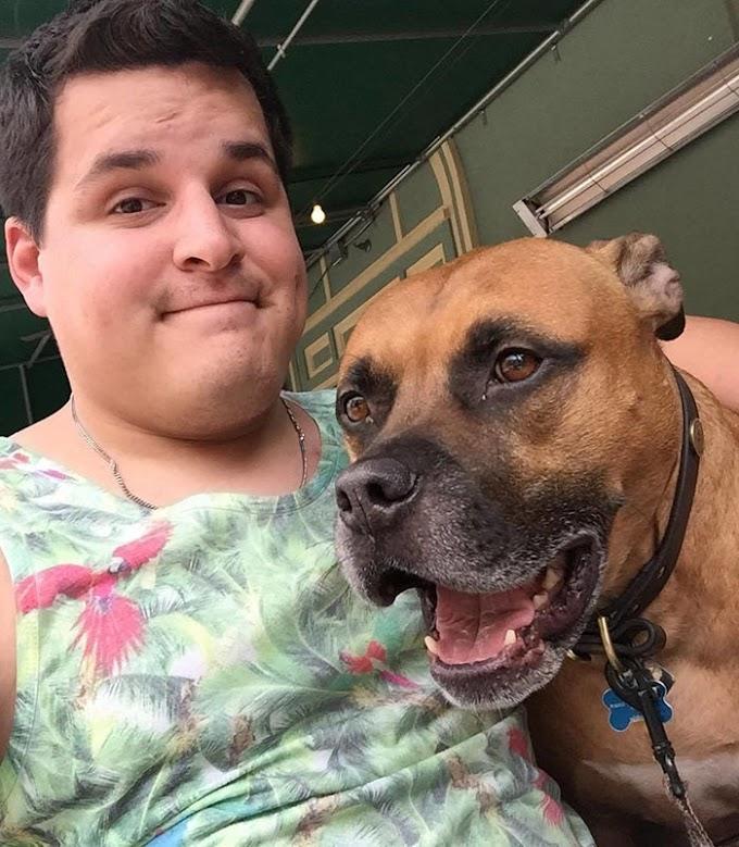 Un joven descubre un tatuaje en su perro y se hace uno igual sin saber su significado