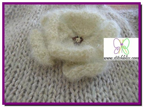 Stitch Bliss: Knitted flower brooch. Free Pattern.