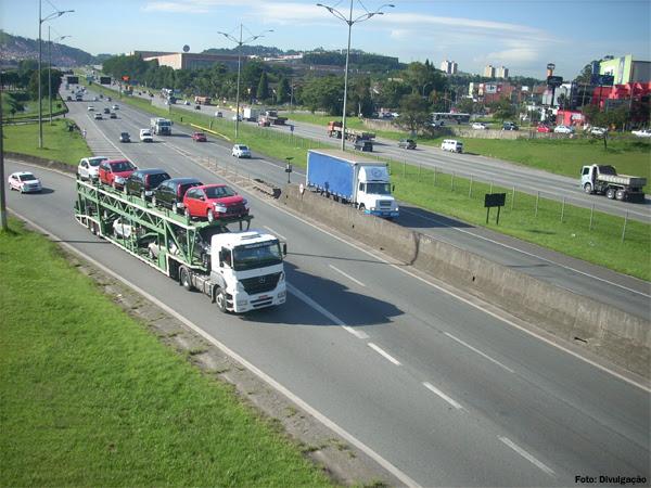 caminhoes-rodovia-estrada