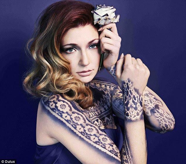 Mavi Hissediyorum: Nicola Roberts Dulux için o model olarak İndigo vücut boya kaplıdır