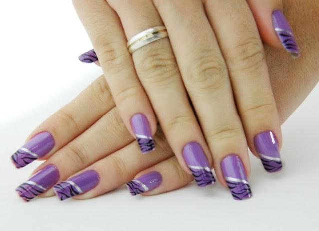 juliana leite nail art unhas que quebraram reconstituidas lilás colorama com tigre preto e risco prata