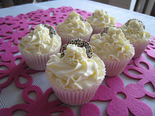 #Vanilla_whipped_buttercream #cupcake