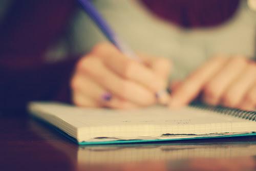 mão escrevendo plano de parto modelos estrutura o que conter como montar plano de parto