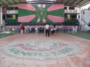 Eleição para presidência da Mangueira acontece na quadra até às 17h (Foto: Alba Valéria Mendonça/ G1)