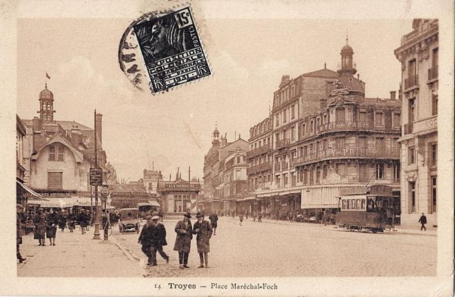 File:MIGNOT 14 - TROYES - Place Maréchal-Foch.jpg