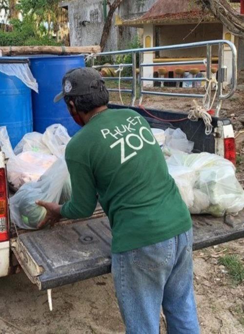 Reúne fondos para alimentar a los animales de un zoológico abandonado y lo arrestan por su ayuda