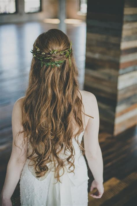 greenery in bride's hair/ greek goddess inspired bridal
