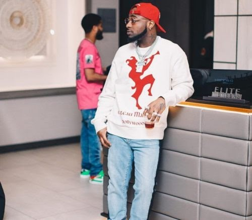 [GIST] Davido Sets African Record, Hits 1 Million Likes On Instagram For A Picture