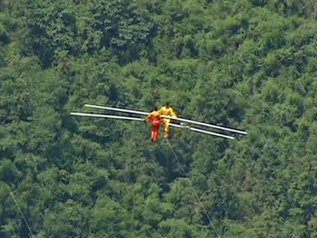 Equilisbristas percorreram 1,4 mil metros acima do cânion de Dehang (Foto: BBC)