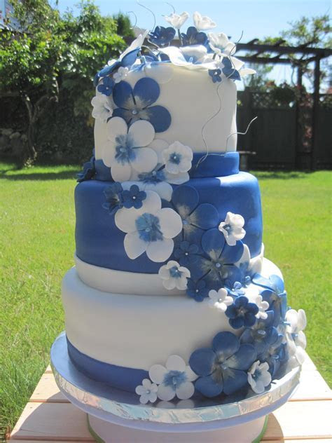 Blue and White Wedding Cake   Mikaila's Cakes