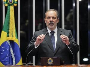 O senador Armando Monteiro(PTB-PE) discursa na sessão da votação do processo de impeachment da presidente Dilma no Senado, em Brasília (Foto: Beto Barata/Agência Senado)