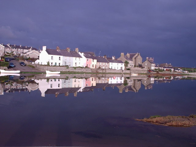 File:Riverside Cottages on the Afon Ffraw at high November tide - geograph.org.uk - 330964.jpg