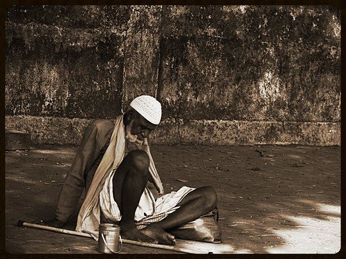 When Muslim beggars die there are no comets seen - by firoze shakir photographerno1