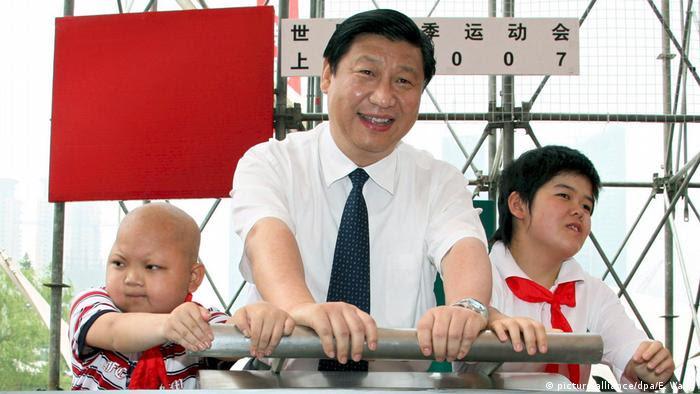 China 2007 Xi Jinping, Kommunistische Partei Shanghai (picture-alliance/dpa/E. Wang)