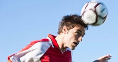 لعب الكرة بالدماغ يرفع من خطر الإصابة بارتجاج المخ والزهايمر