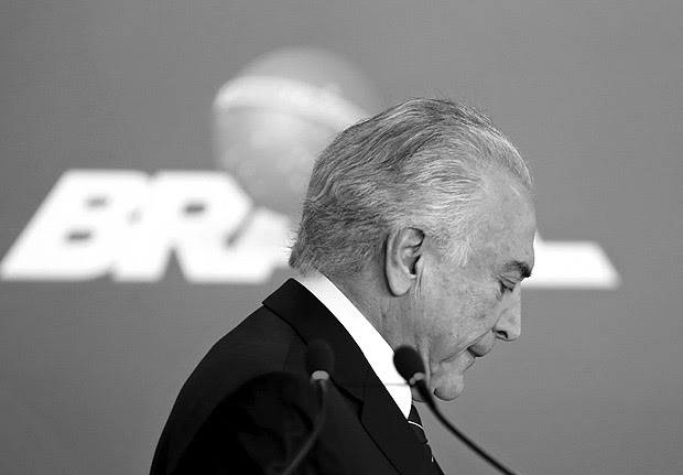 Brazilian President Michel Temer attends the launching of a new Student Financing Fund at Planato Palace in Brasilia, on July 6, 2017. Temer's lawyers presented their defence on July 5 against corruption charges that threaten to drive him from office, denying allegations that he took a $150,000 bribe from a meatpacking firm. / AFP PHOTO / SERGIO LIMA ORG XMIT: ESA482