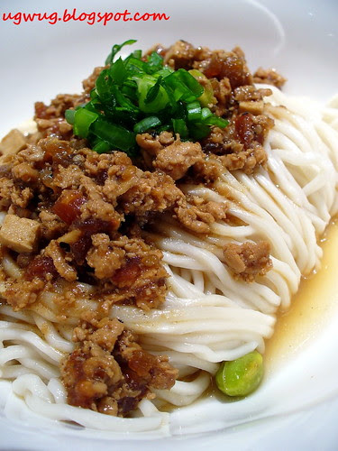 Cha Jiang Lai Mian (Noodles with minced pork mixed in broad bean sauce)