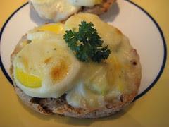 Huevos en Salsa de Queso close up