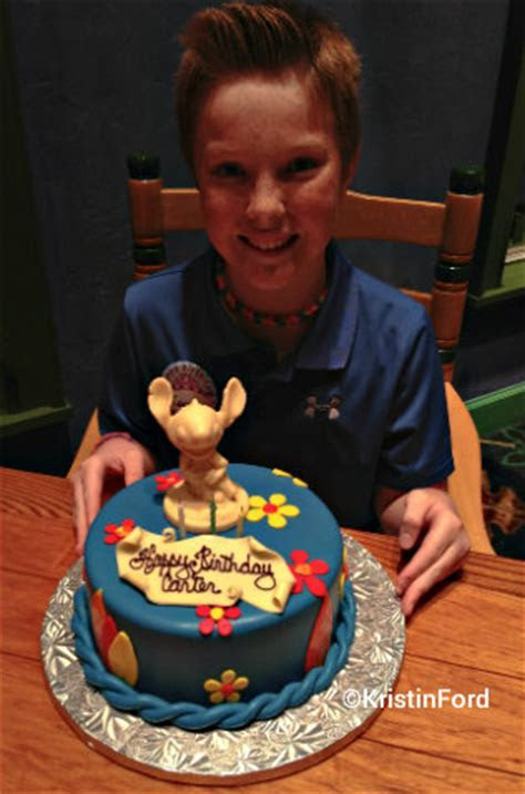 Ordering a custom cake at Walt Disney World (A Mom and The