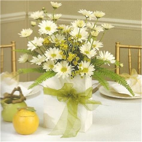 Ideas for Inexpensive Centerpieces   Cheap Weddings