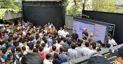 Chợ Lạc Xoong bán đồ tiền triệu giảm 90% chơi bốc số và oẳn tù tì cực vui