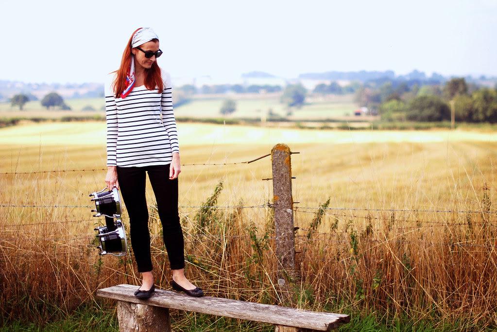 Beatnik style: Breton stripes, headscarf & black skinny jeans