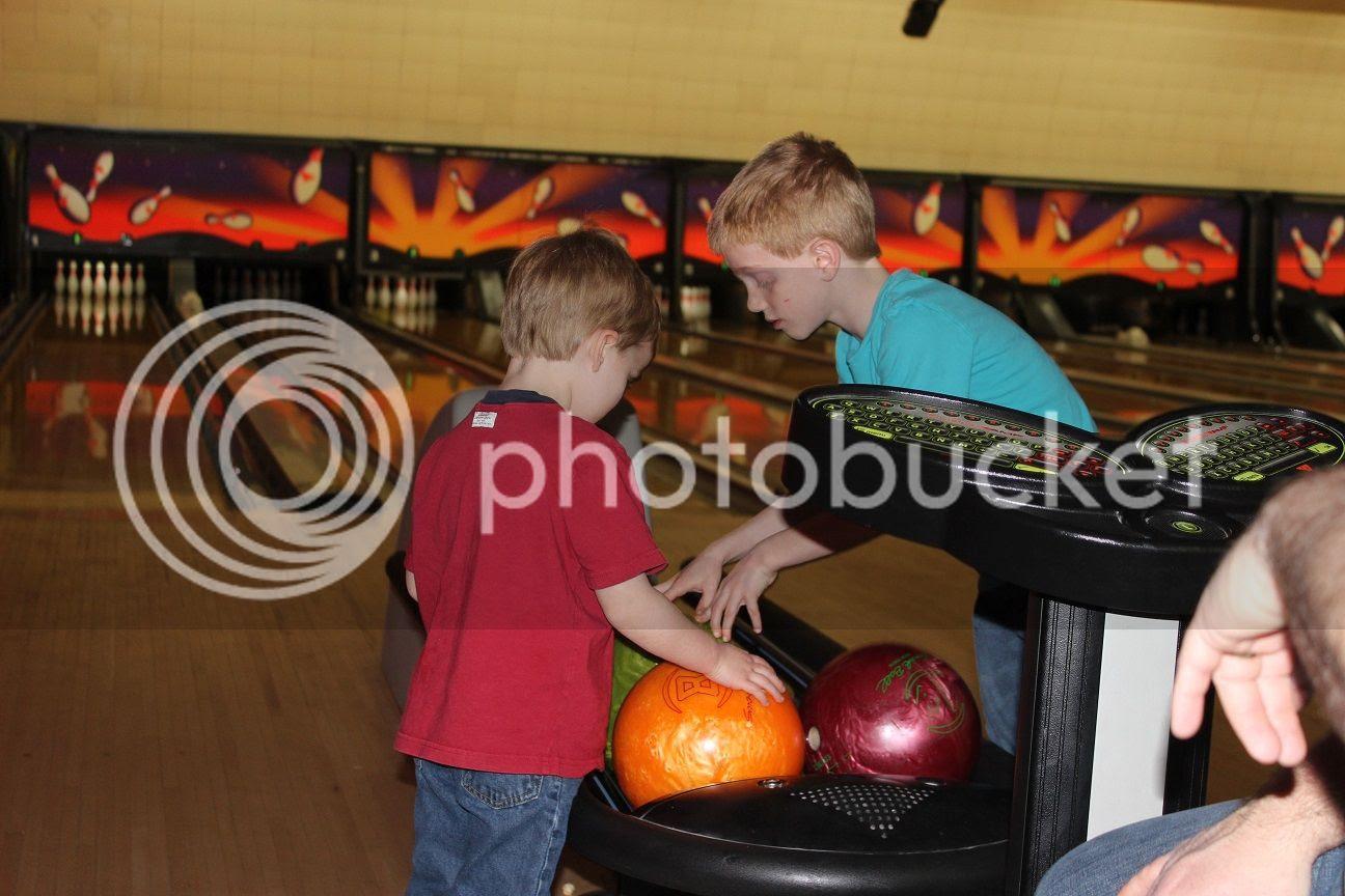 photo bowling2_zpsve3vcylg.jpg
