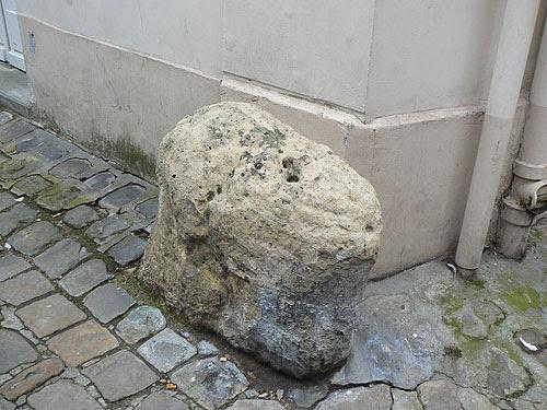 pierre de protection.jpg
