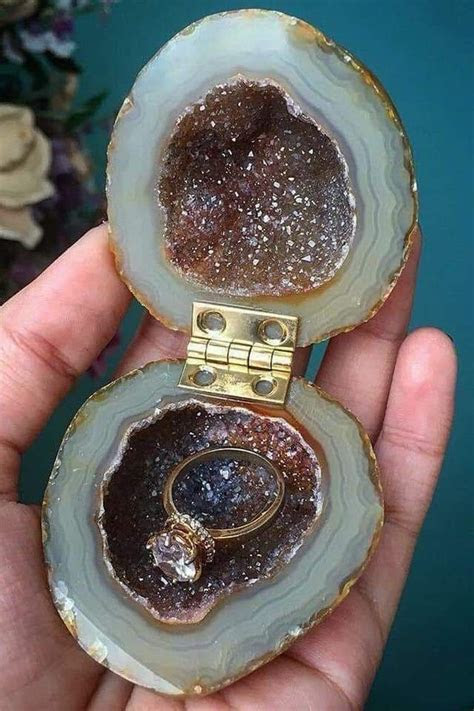 Geode ring box    OMG DREAM CLOTHES in 2019   Wedding ring
