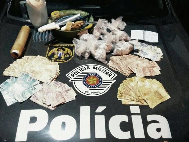 Dupla é presa suspeita de comandar tráfico em favela em São José, SP (Foto: Divulgação/ Polícia Militar)