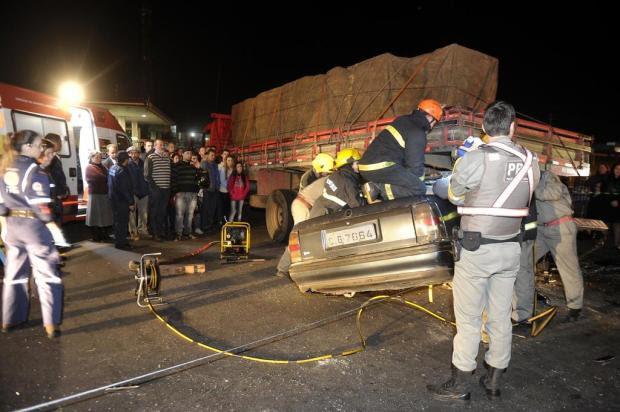Colisão entre Ômega e caminhão na Rota do Sol deixa cinco feridos em Caxias do Sul Juan Barbosa/Agencia RBS