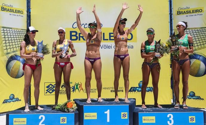 Pódio da etapa de Aracaju do Circuito Brasileiro (Foto: Shana Reis/MPIX/CBV)