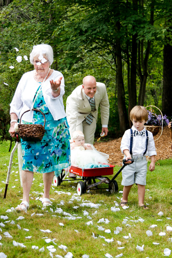 A Bride Asked Her 95-Year-Old Grandma To Be The Flower ...