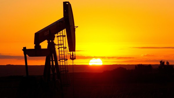 (FILES) This August 21, 2013 file photo shows an oil well near Tioga, North Dakota. Oil prices January 5, 2015 fell below $50 USD per barrel for the first time since 2009 on a rocky day in global financial markets. AFP PHOTO / Karen BLEIER / FILESKAREN BLEIER/AFP/Getty Images