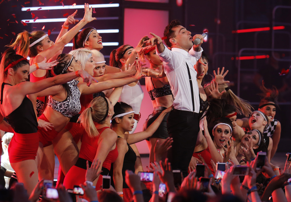If you miss last night MMVA, here are best and worst moments (videos)