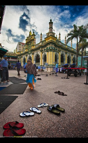 Waiting for a soul to drift up into my view at the Abdul Gaffoor Mosque - Little India, Singapore