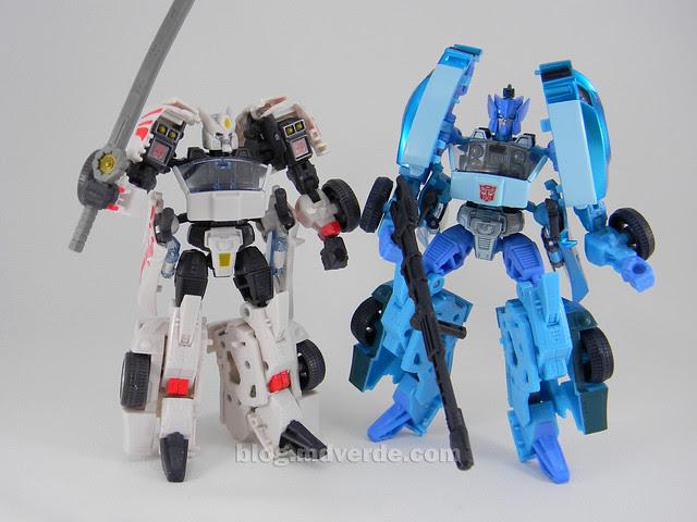 Transformers Blurr United Deluxe - modo robot vs Drift