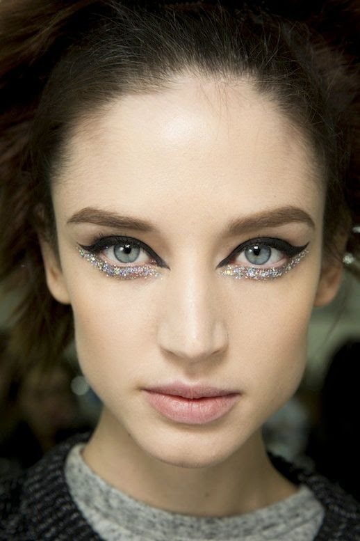LE FASHION BLOG BACKSTAGE BEAUTY CHANEL COUTURE SS2014 BLACK AND GLITTER EYELINER 5 photo LEFASHIONBLOGBACKSTAGEBEAUTYCHANELCOUTURESS2014BLACKANDGLITTEREYELINER5.jpg