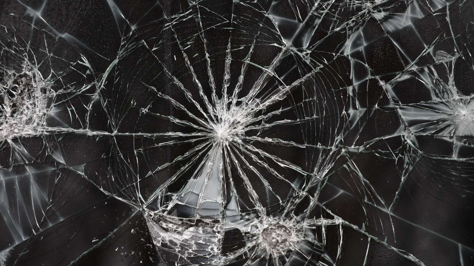 Wallpapers Of Cracked Phone Screen You Ca Use To Prank Someone