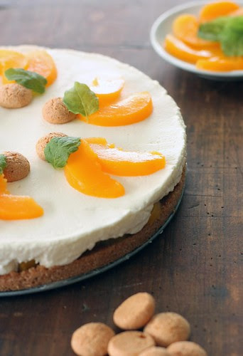 amaretti mascarpone cake with peaches.