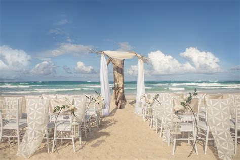 Beach Wedding Packages: What to Expect in 2018