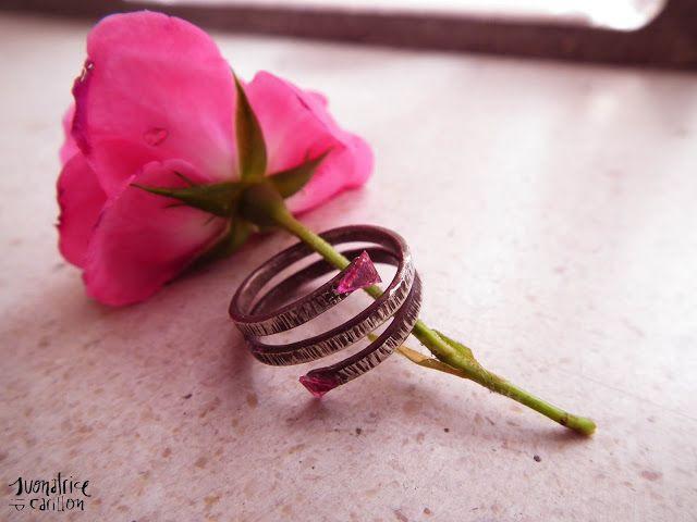 http://suonatricedicarillon.blogspot.it/2013/06/anello-plastica-riciclata.html